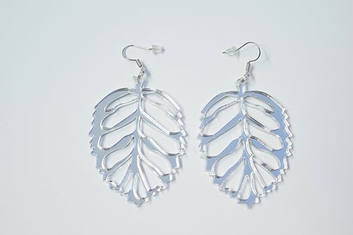 Aleksiina Leaf Earrings Silvermirror 5 cm